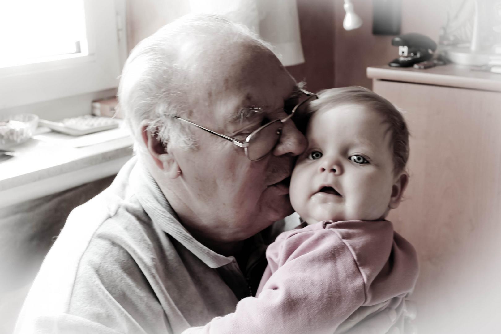 Alter Mann mit Kind