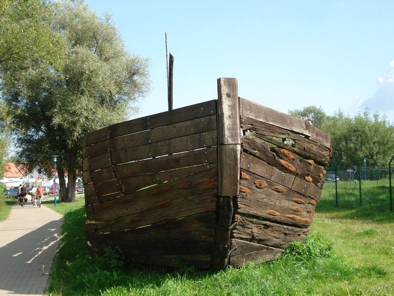alter maroder Lastenkahn in Rechlin Nord - nicht mehr im Gebrauch :-)