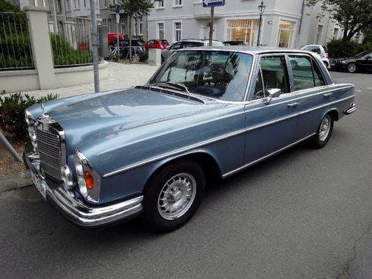 Alter Mercedes - Seitenansicht