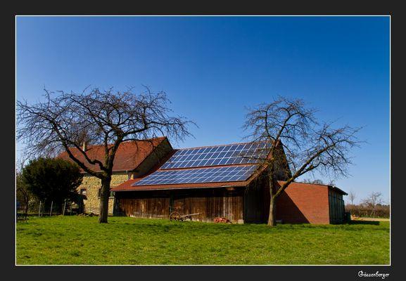 ... alter Schuppen , modernes Dach