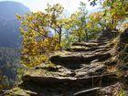Alter steiniger Säumerpfad über die Alpen.