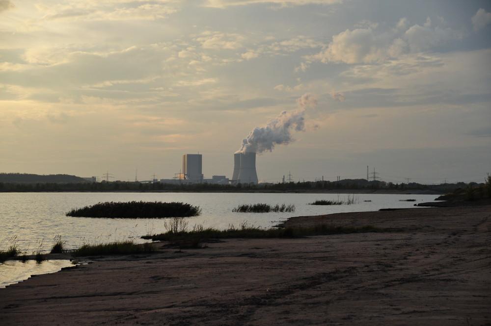 alter Tagebau, neues Kraftwerk