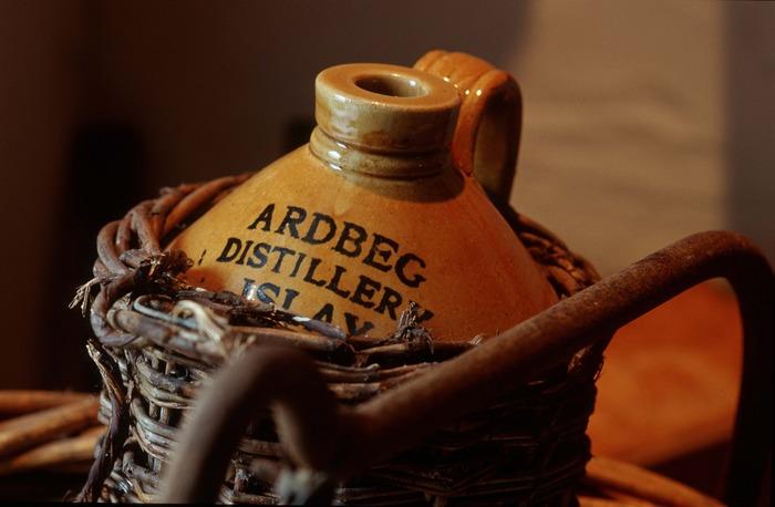 Alter Whiskykrug Ardbeg Distillery