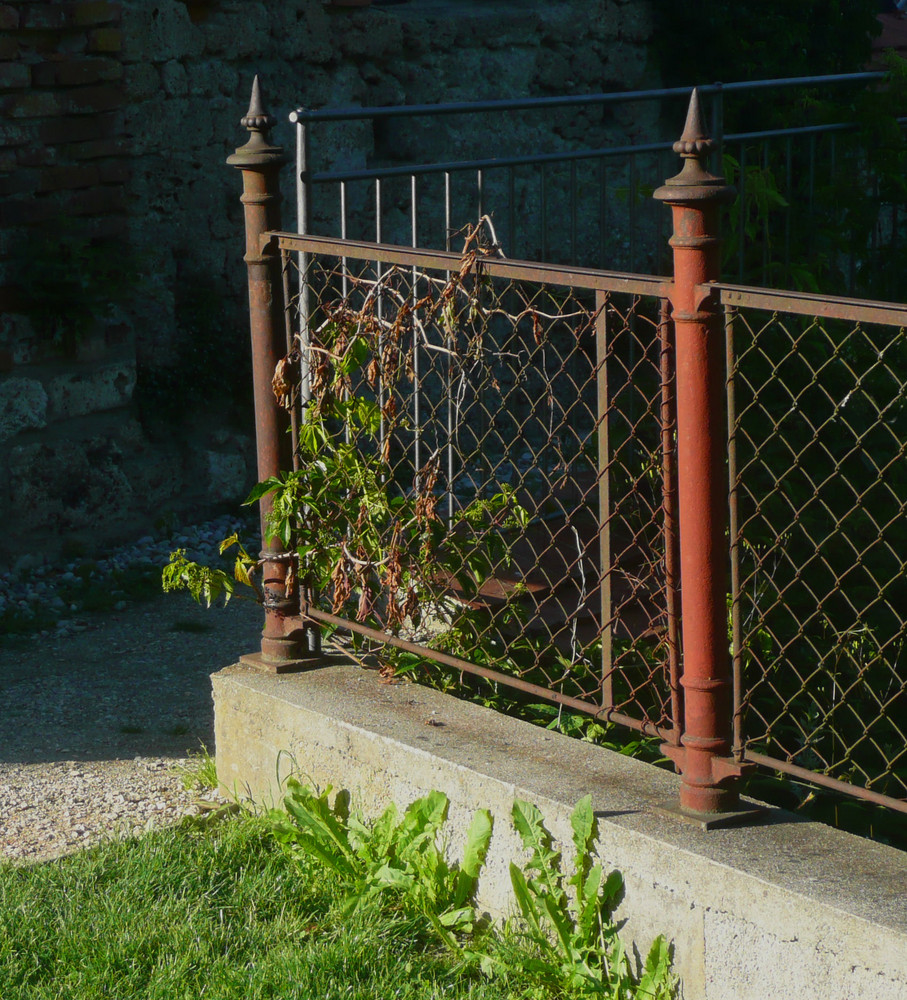 Alter Zaun beim Kloster Raitenhaslach