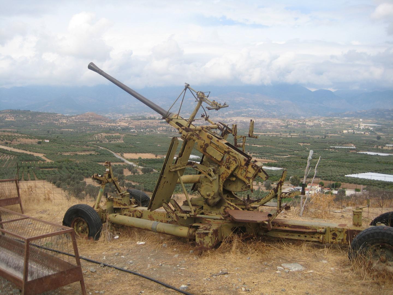 Altes Flakgeschütz auf Kreta aus dem Zweiten Weltkrieg