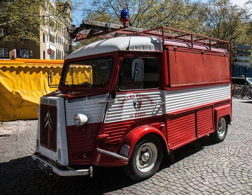 Altes Französisches Feuerwehr-Auto ...