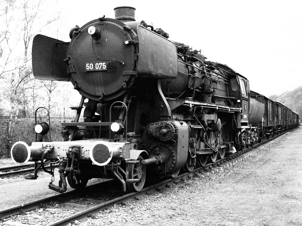 Altes Fundstück aus den 60er, BR 50 mit Güterzug