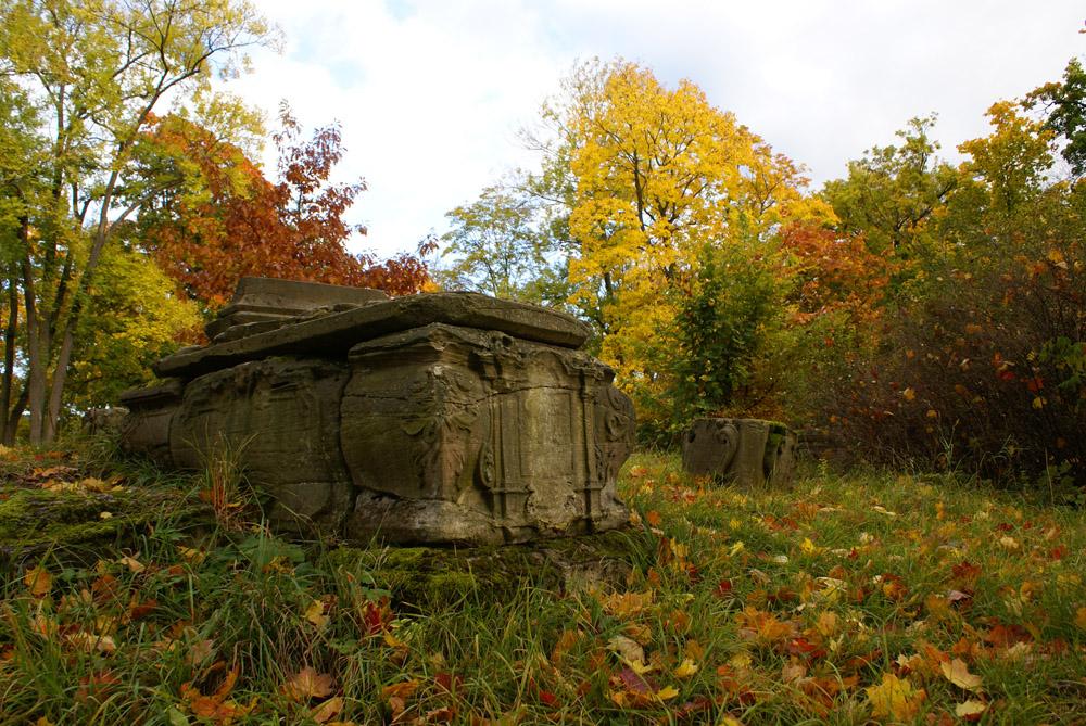 Altes Grabmahl im Meininger Park
