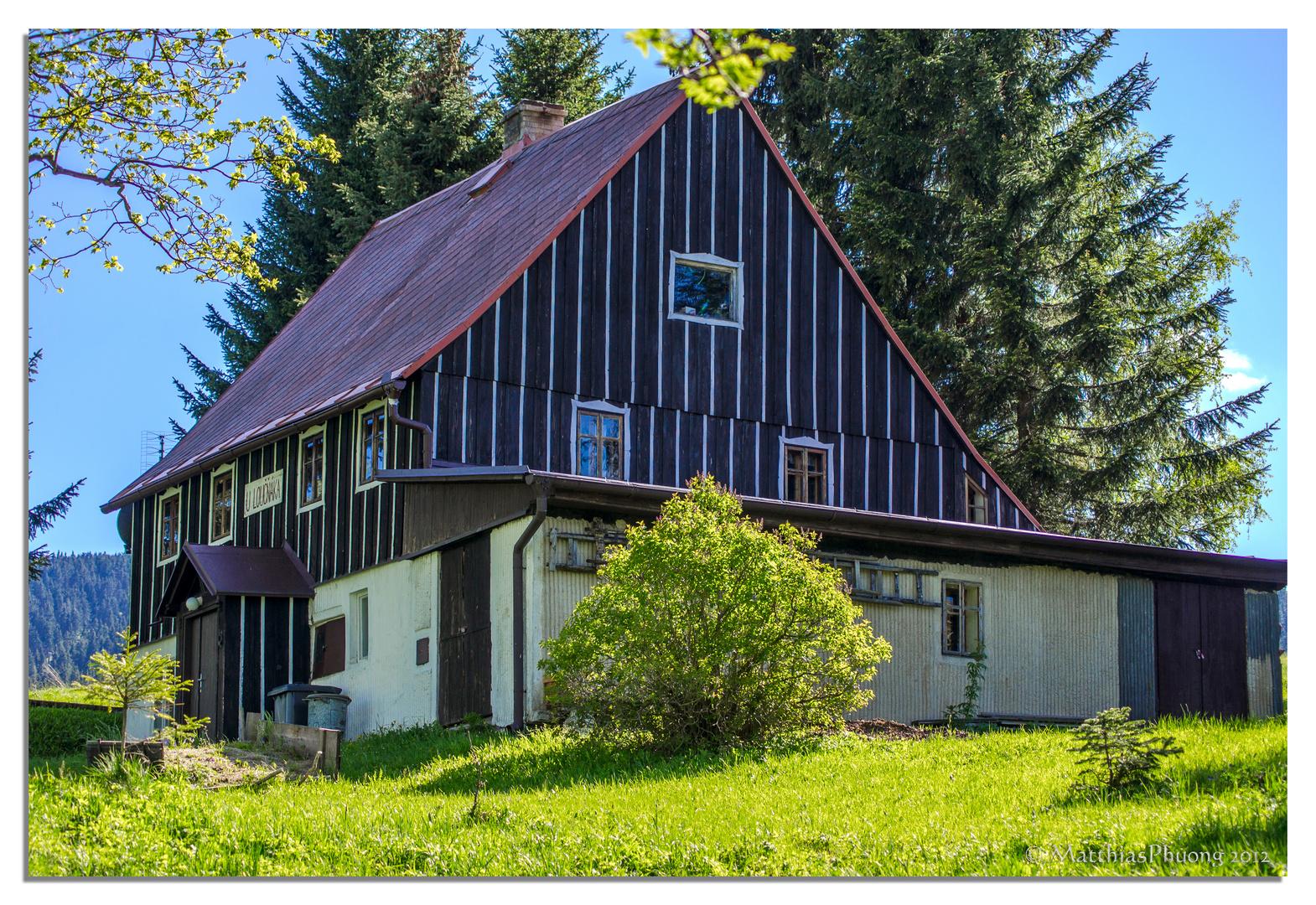 Altes Haus am Rand von Böhmisch Wiesenthal 1