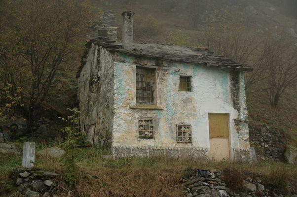 """Altes Haus am Wegrand im """"Valle di Po"""""""