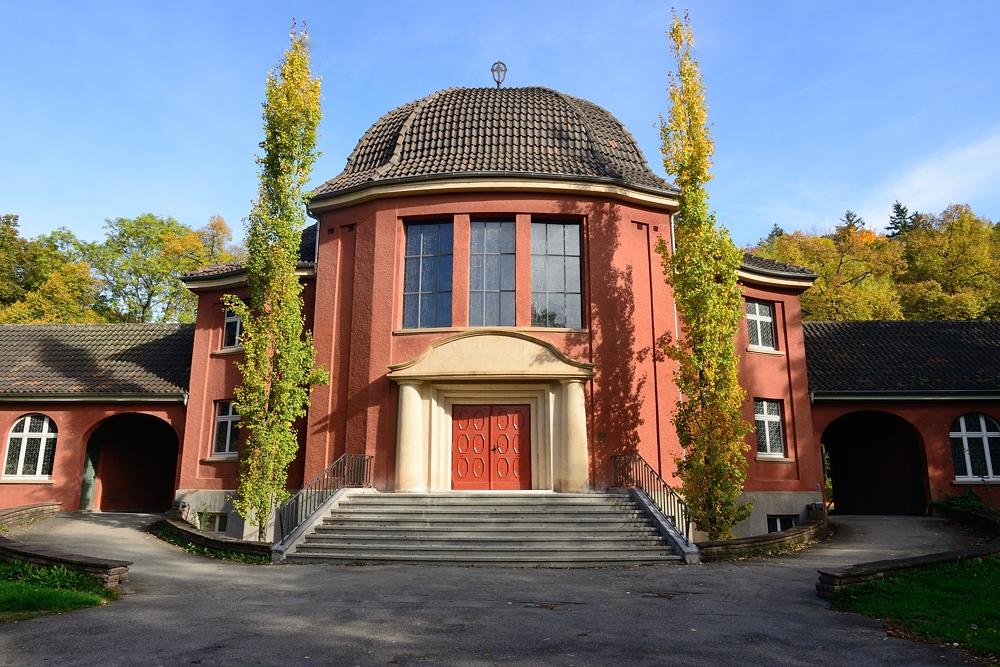 Altes Krematorium Tuttlingen im Herbstlicht