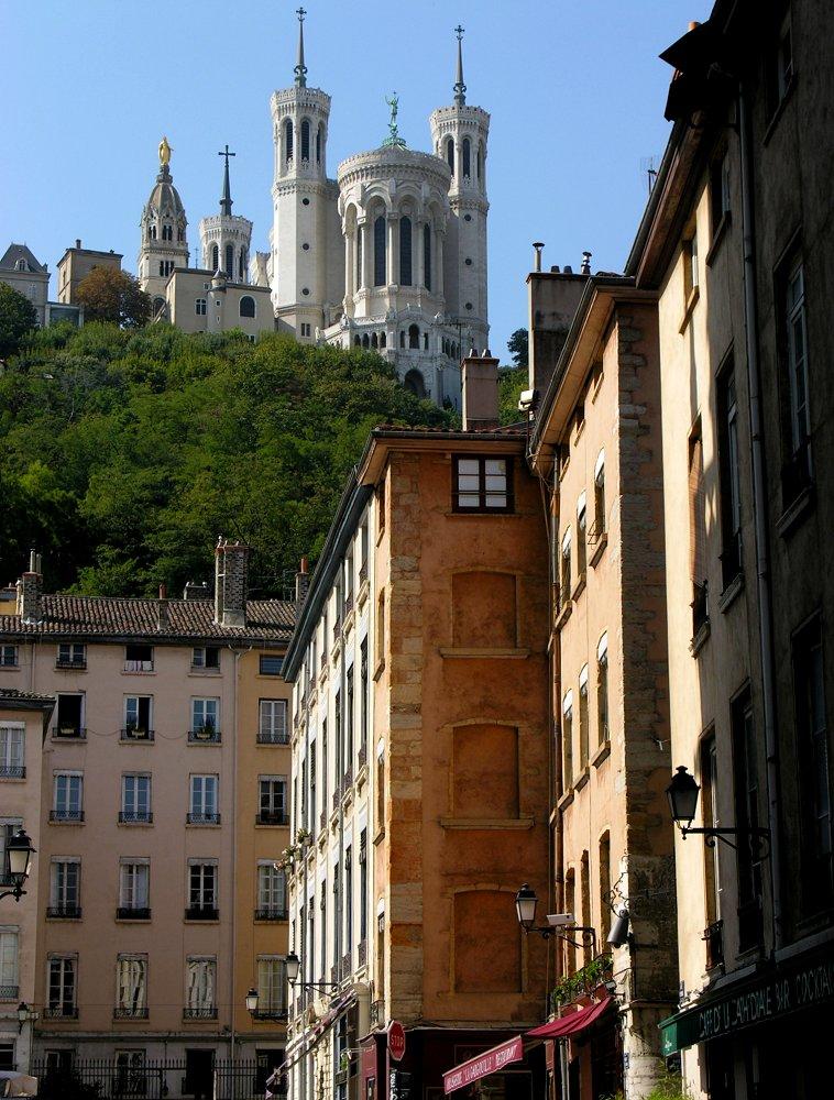 Altes Lyon, Notre-Dame de Fourvière, gesehen von Place St-Jean