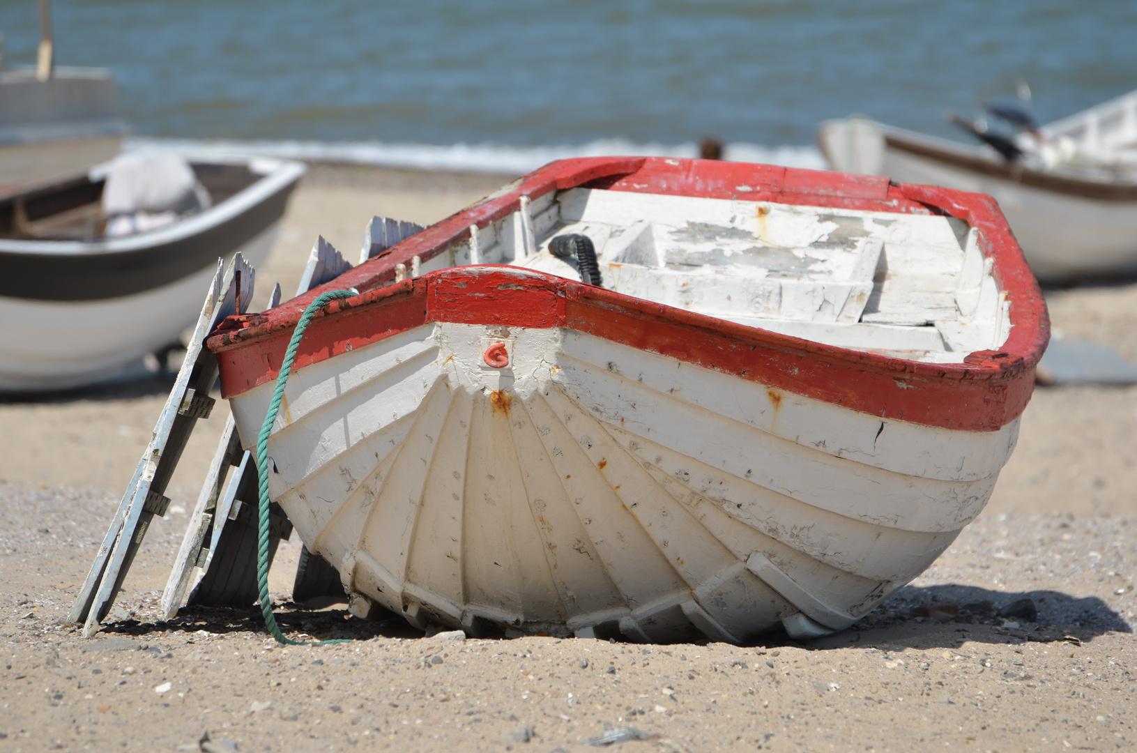 altes Ruderboot am Strand - Norre Vorupor - Dänemark