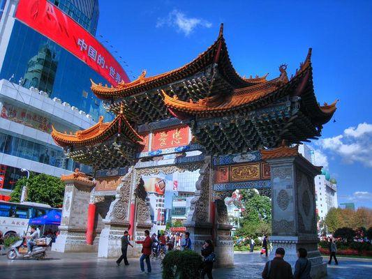 Altes Stadttor im Zentrum von Kunming / Yunnan / China