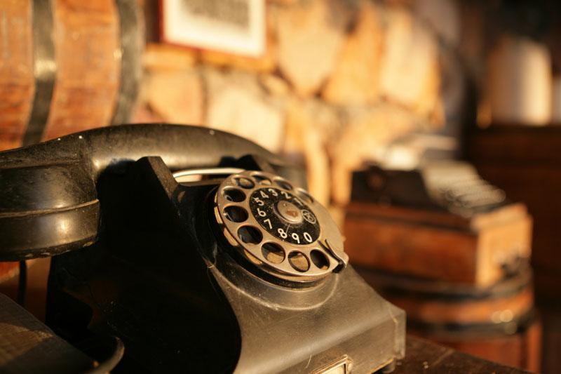 altes telefon im awlad baraka camp marsa alam gypten foto bild stillleben zuf llige. Black Bedroom Furniture Sets. Home Design Ideas