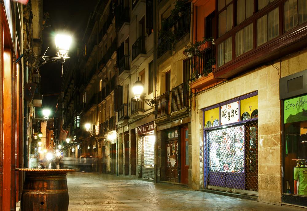 Altstadt Bilbao bei Nacht