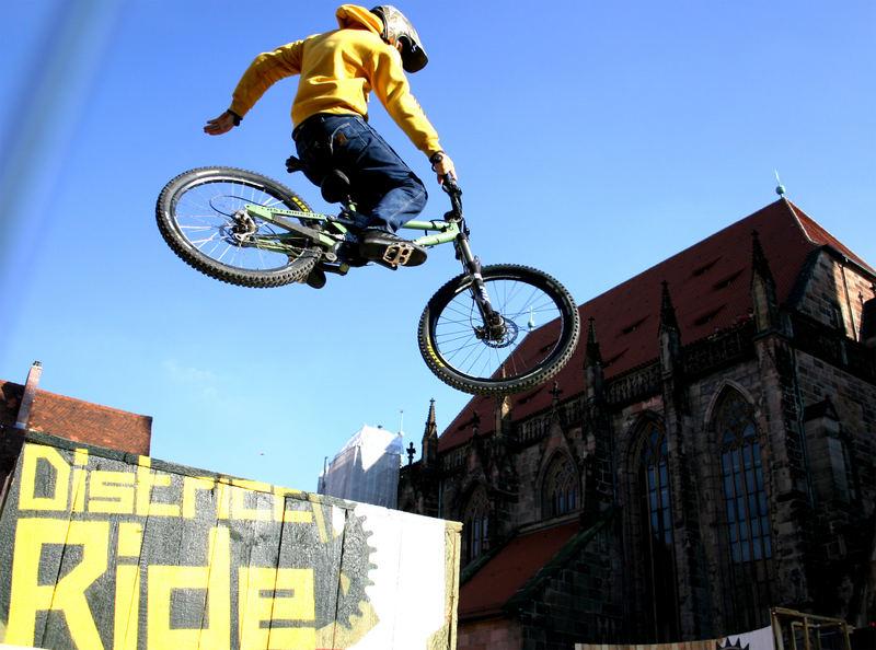 Altstadttieffliegen