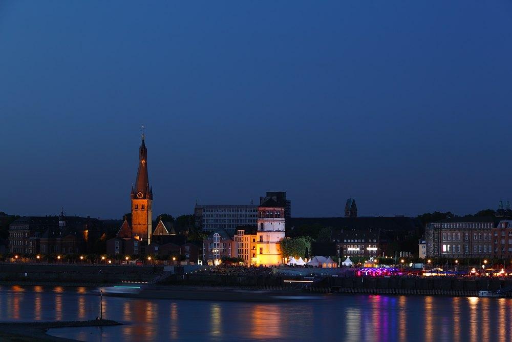 Altstadtufer bei Nacht