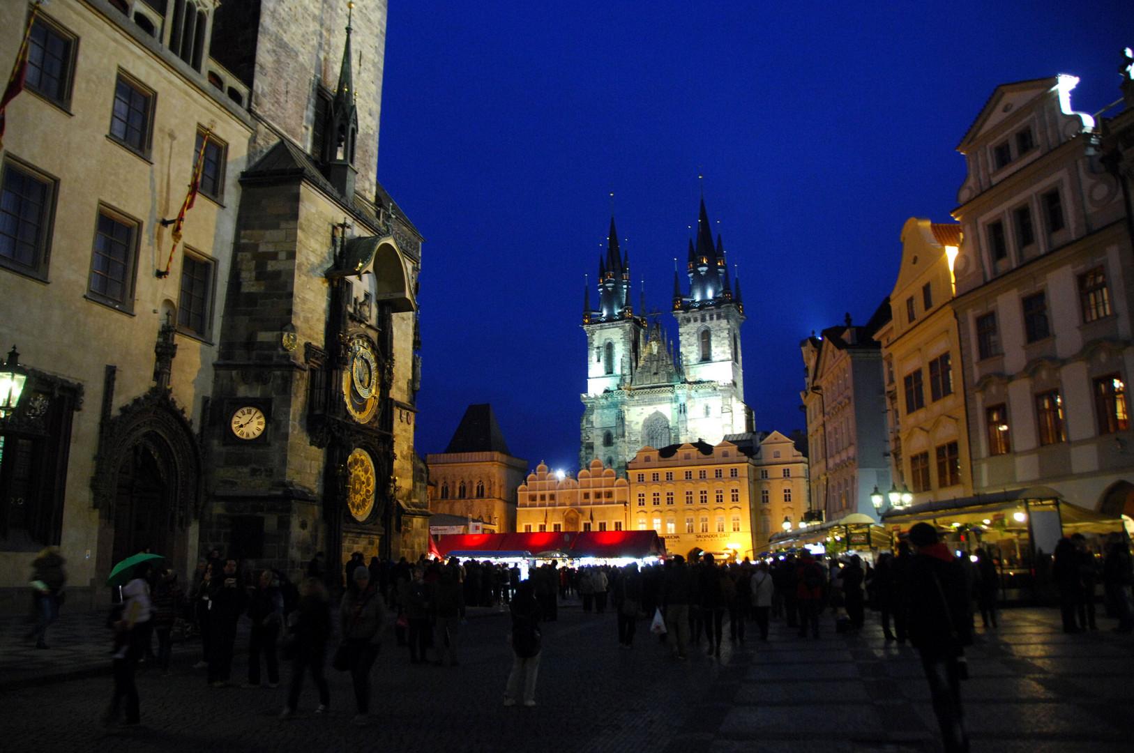 Altstädter Rathhaus und Teynkirche /Prag