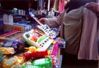Am 23. November 1947 frequentiert Henriette Hendrix die Spielwarenabteilung des Linzer Flohmarktes,