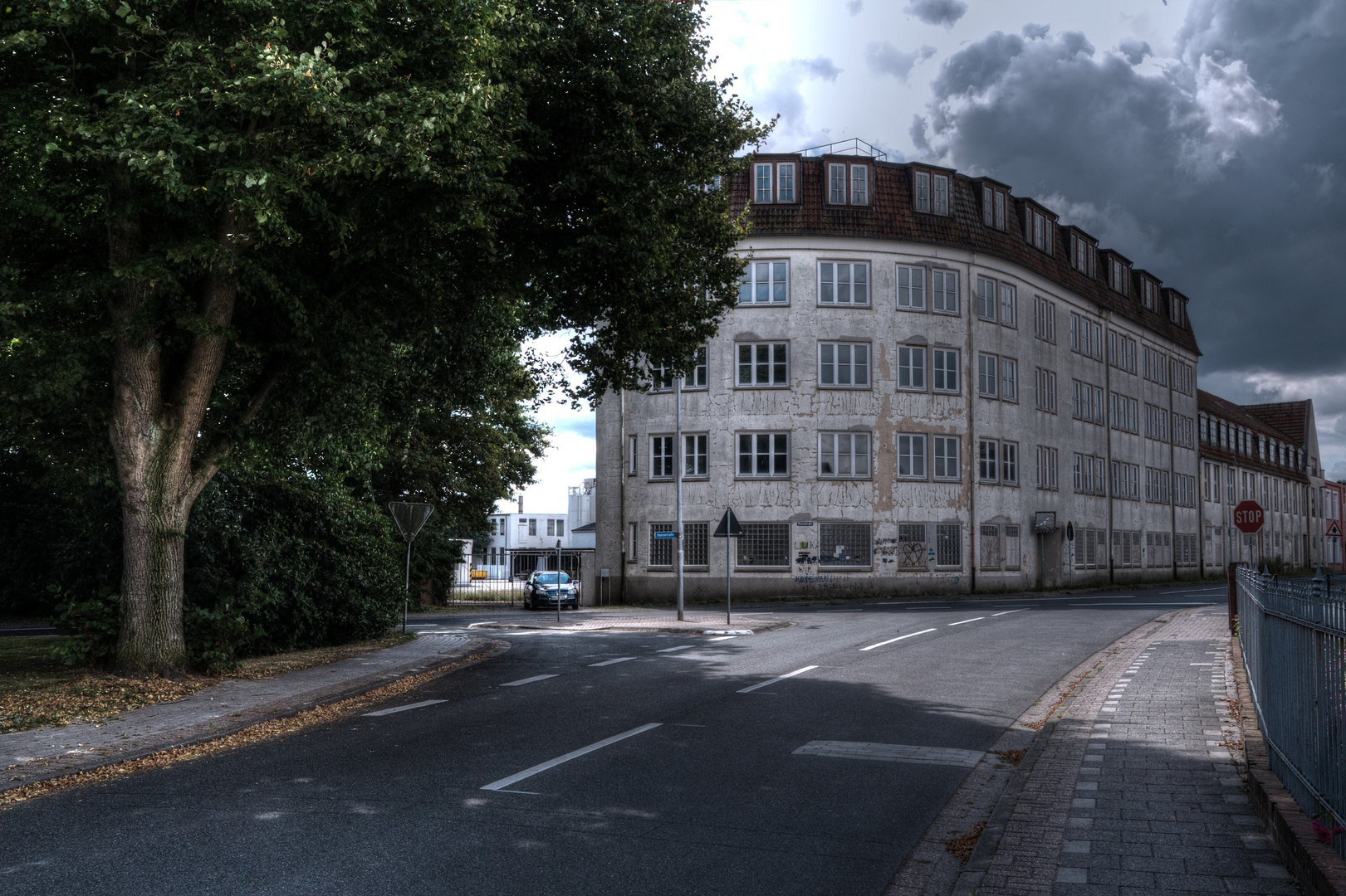 am altem Fabrikgebäude...