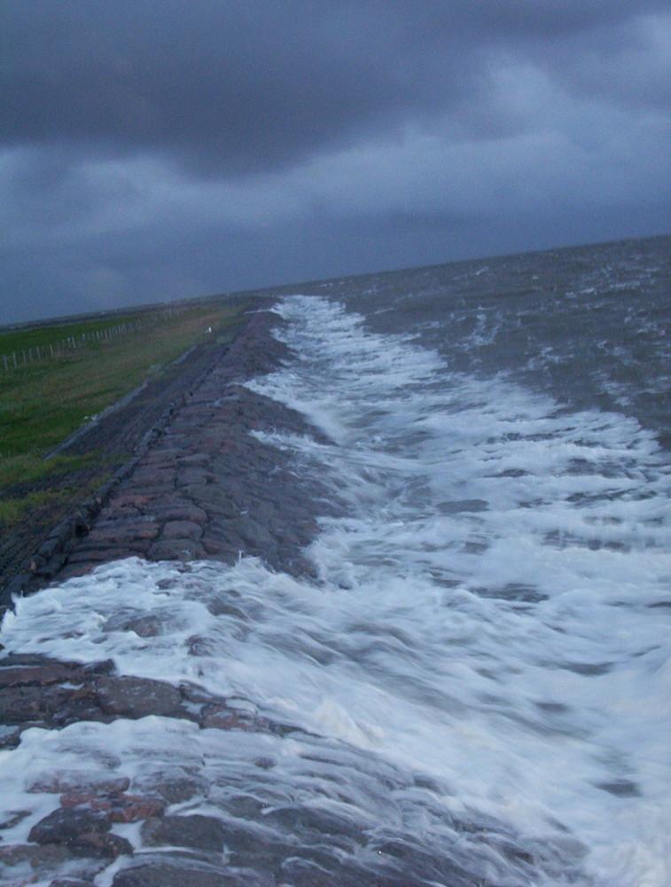 Am Anfang einer Sturmflut auf der Hallig Hooge
