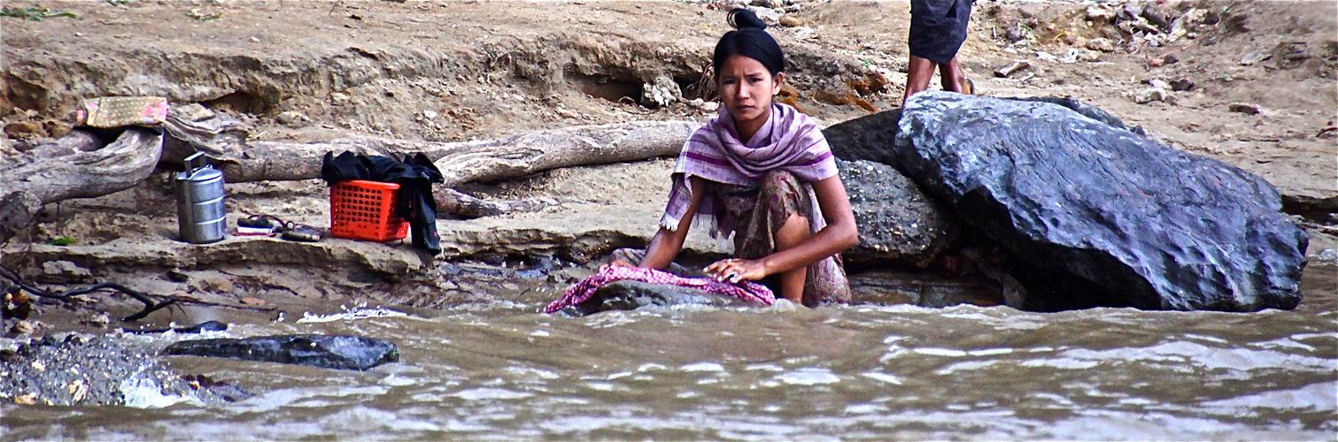 am fluß, irrawaddy bei bagan, burma 2011