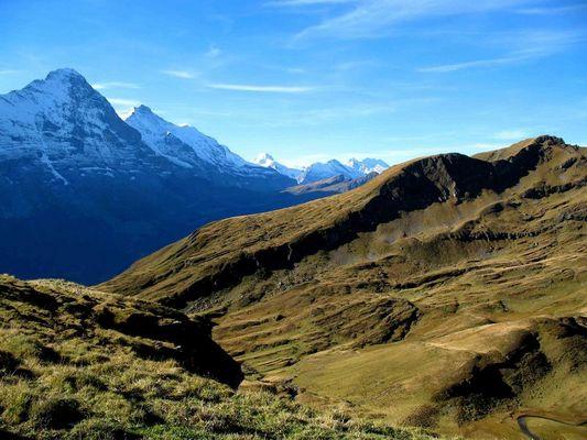 Am Fuss der blauen Berge