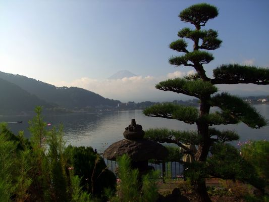 Am Fuße des Fuji