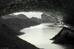 Am Gletscher: Eishöhle