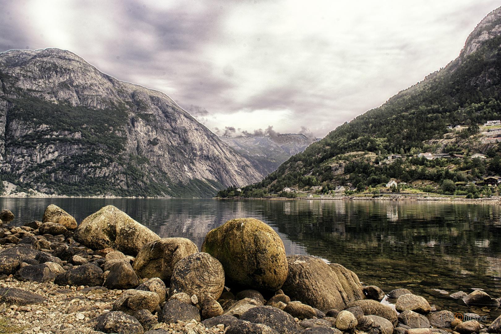 ... am Hardangerfjord ..