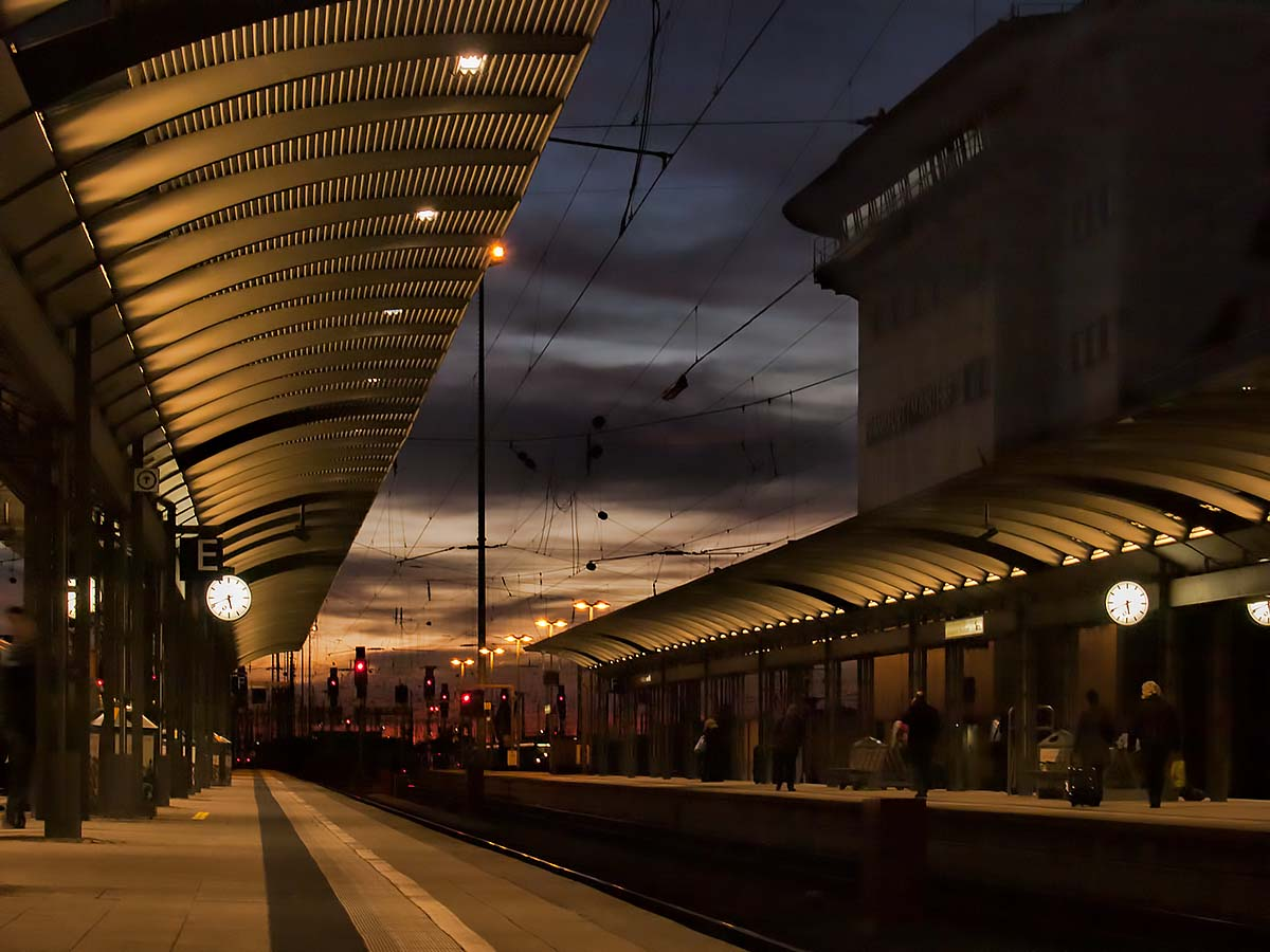 Am Hauptbahnhof Bahnsteig