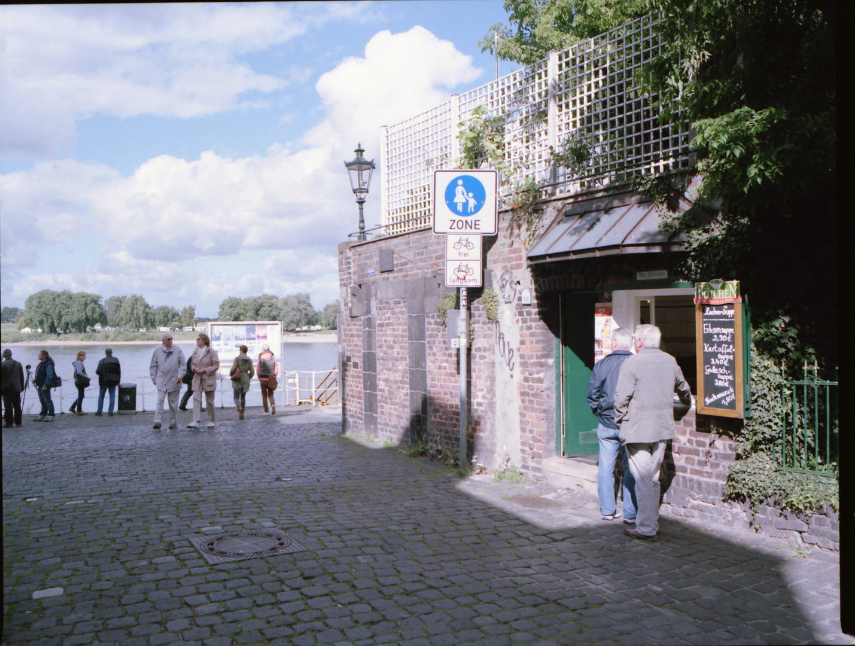 Am Kaiserswerther Büdchen mit den Rollfilmern am schönsten Fluss der Welt