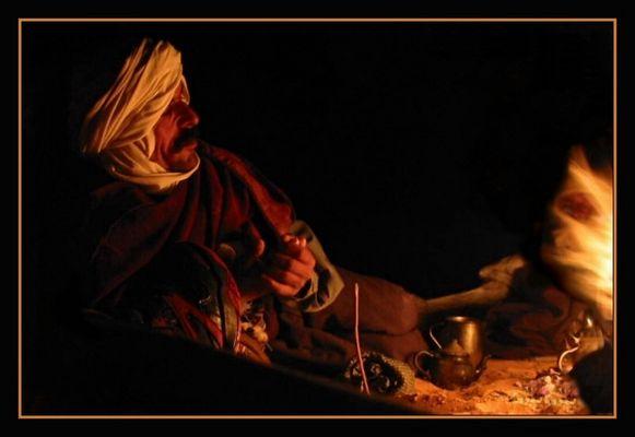 Am Karawanenfeuer im östlichen Erg (Sahara)