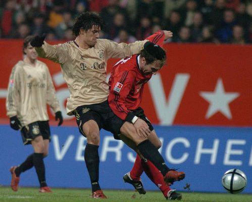 am Kopf festgehalten Derby FC Bayern - 1.FC Nürnberg