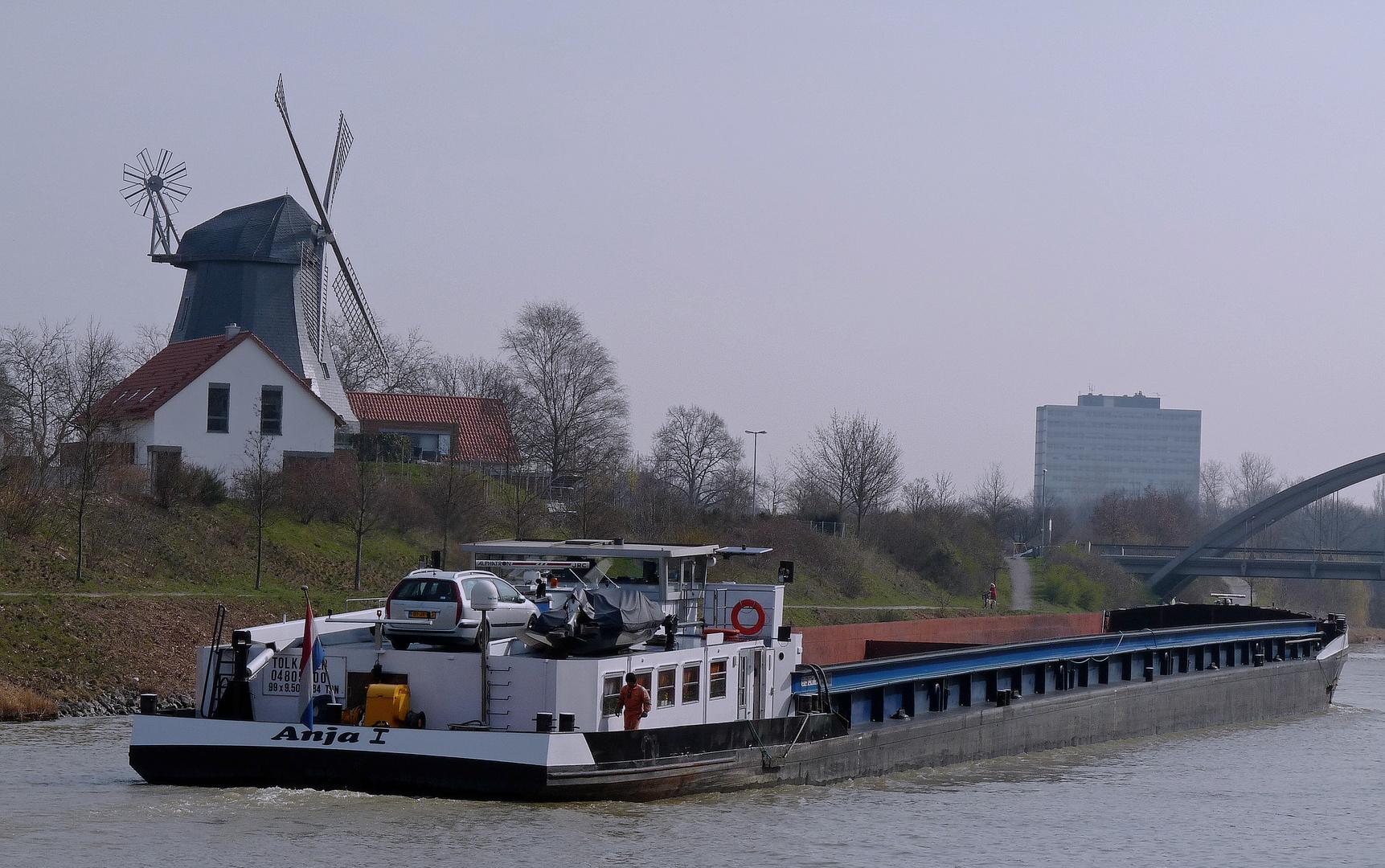 Am Mittellandkanal bei Hannover, oder, ein Hauch von Holland.