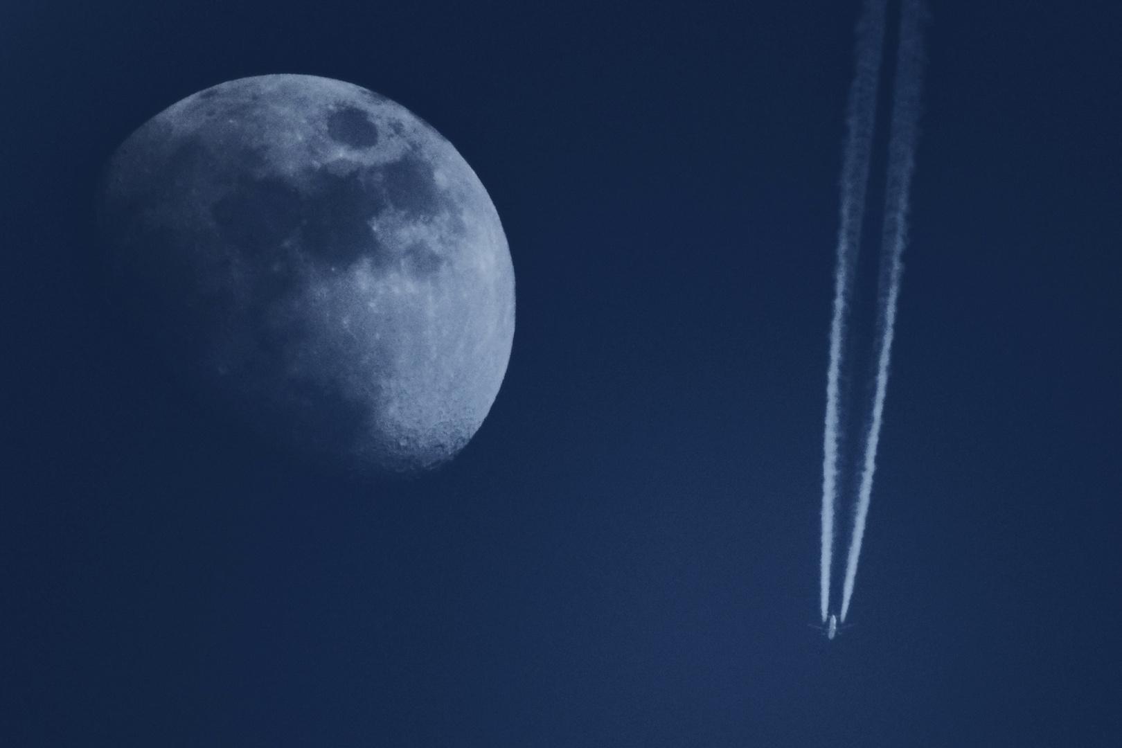Am Mond vorbei