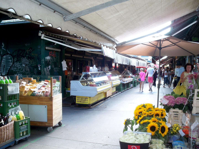 Am Naschmarkt in Wien .............
