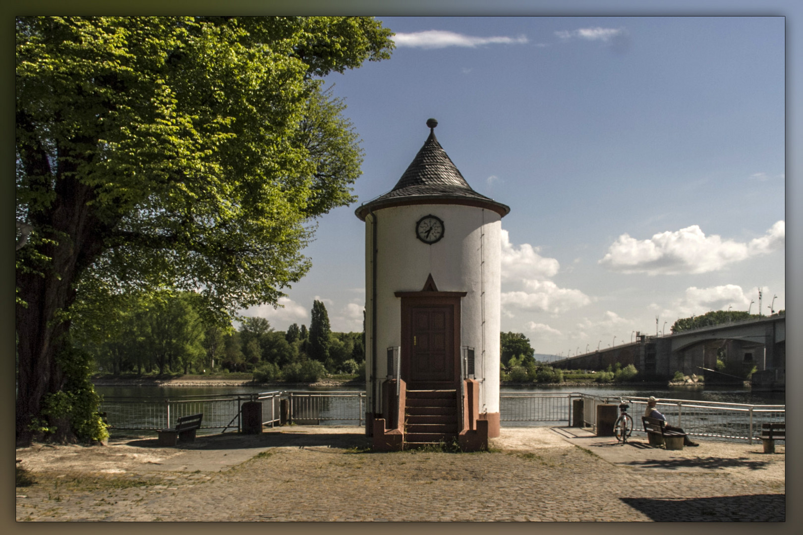 AM RHEIN IN WORMS