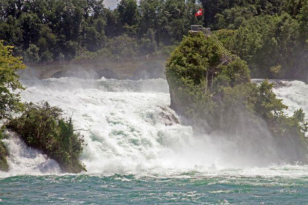Am Rheinfall im Juni 2012