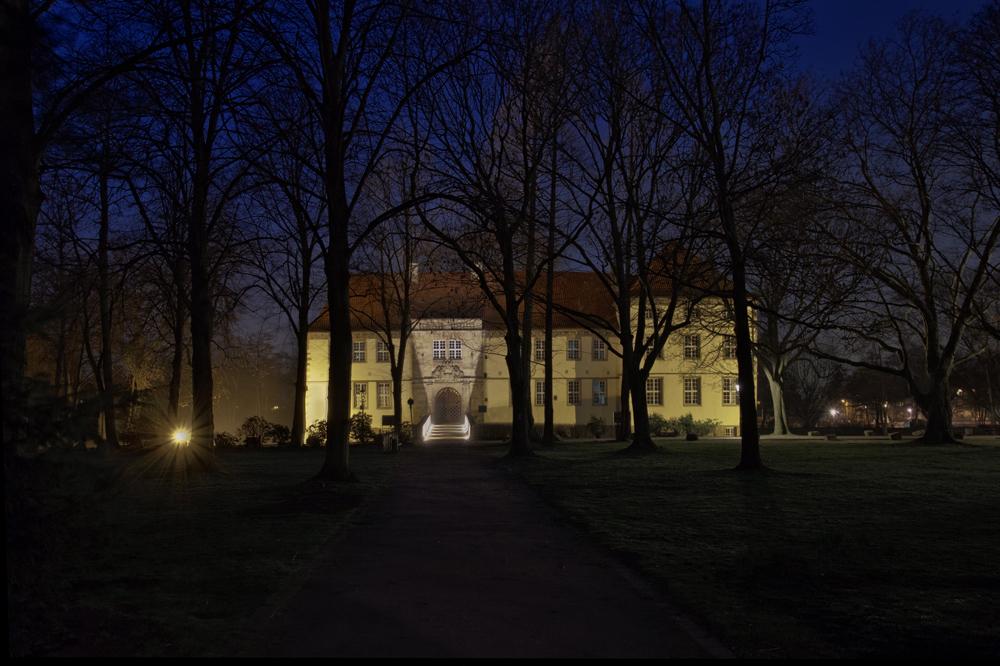 ... am Schloss Strünkede...