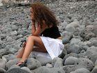 am (steinigen) Strand