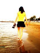 am strand entlang...