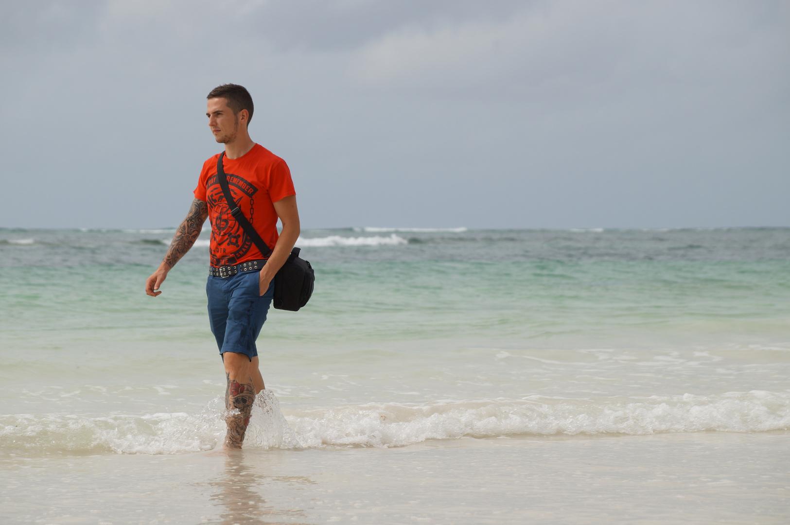 Am Strand von Diani Beach (Kenia)