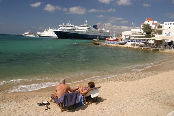 Am Strand von Myconos