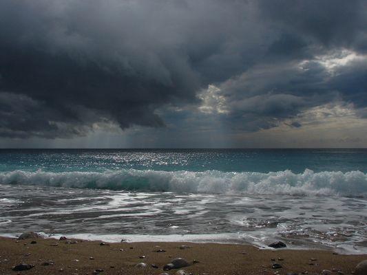 Am Strand von Tekirova / Türkei - Zu Saisonbeginn zeigen sich noch die Tücken des Wetters