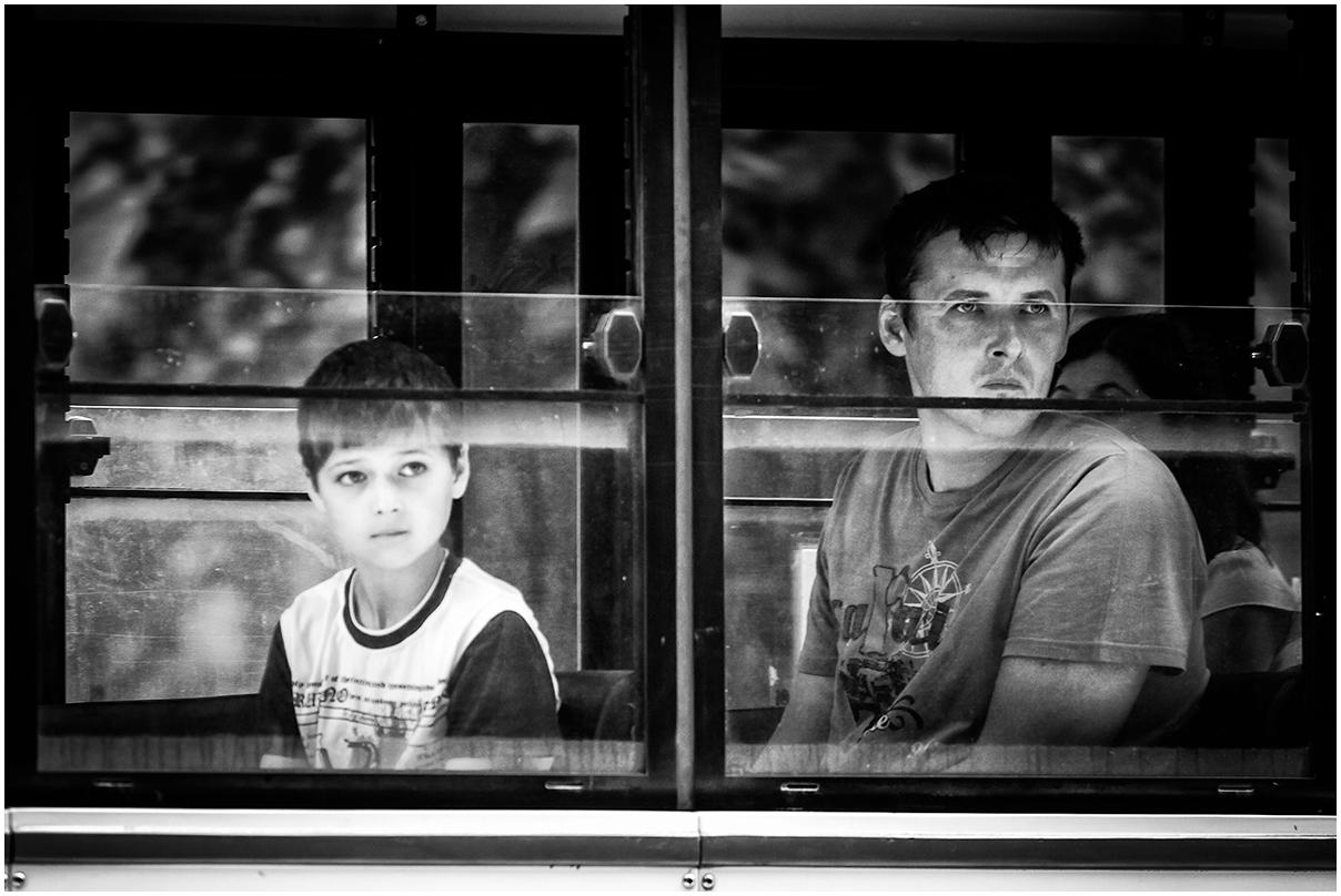 am Straßenbahnfenster