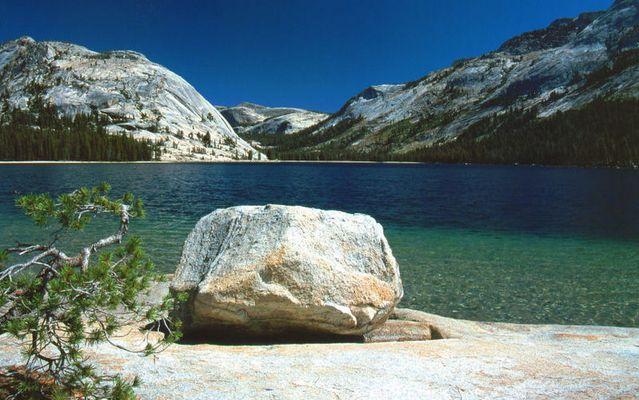 Am Tioga Lake