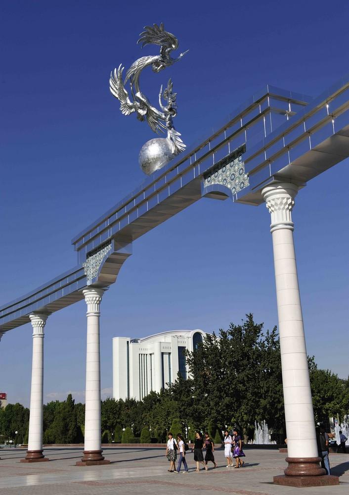 Am Unabhängigkeitsplatz in Tashkent
