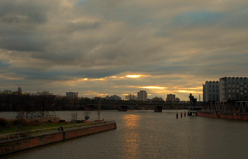 Am Westhafen # En el puerto del oeste